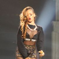 Rihanna : six changements de tenues (sexy) sur scène