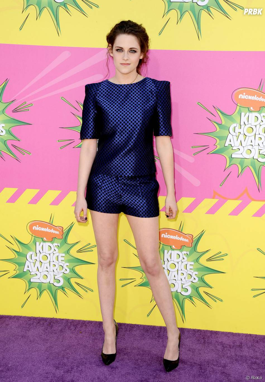 Kristen Stewart montre ses belles jambes aux KCA 2013