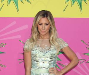 Ashley Tisdale sur le tapis rouge des KCA 2013