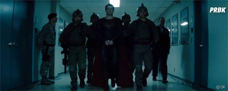 Superman traqué et arrêté dans Man of Steel