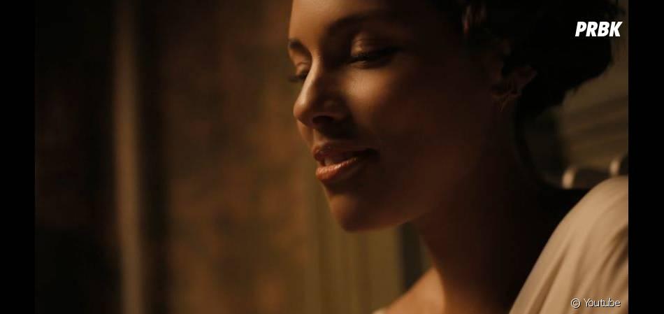 Alicia Keys sensuelle dans le clip de Fire We Make