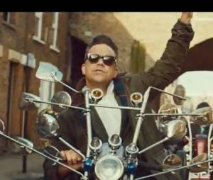 Robbie Williams en biker hilarant dans le clip Goin' Crazy