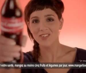 Naoëlle D'Hainaut dans une pub pour Coca-Cola.