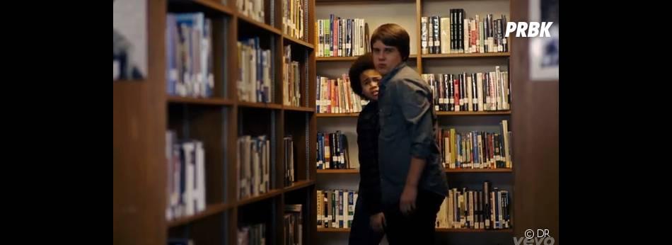 Owl City a choisi de lutter contre le harcèlement à l'école