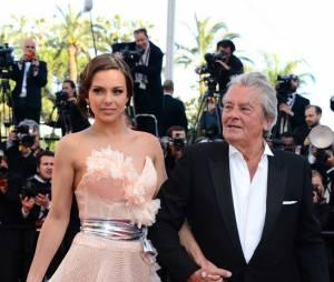 Alain Delon accompagné par Marine Lorphelin au Festival de Cannes 2013