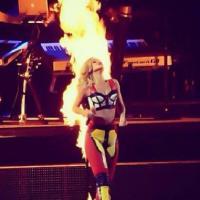 Rihanna : SOS, elle a littéralement le feu aux fesses sur scène