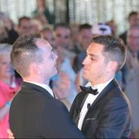 "Premier mariage gay en France : 5 ""anti"" interpellés"