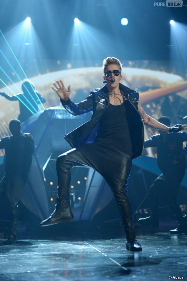 Justin Bieber a reçu un soutien-gorge en cadeau pendant l'un de ses concerts