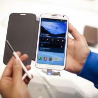 Iphone, Blackberry, Samsung Galaxy : des smartphones rechargeables... avec les fesses