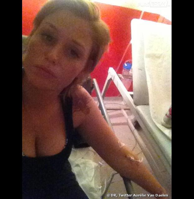 Aurélie Van Daelen de Secret Story 5 aux urgences après son passage dans l'After le 14 juin 2013