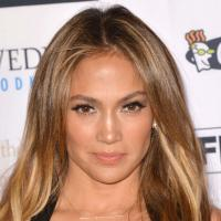 """Jennifer Lopez : son """"Happy Birthday"""" au Président du Turkménistan fait polémique"""