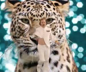 """Philippe Katerine se la joue """"sexy"""" dans son nouveau clip Sexy Cool"""