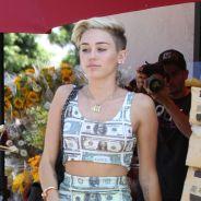 Miley Cyrus : nouveau fail vestimentaire avec une robe en billets de dollars