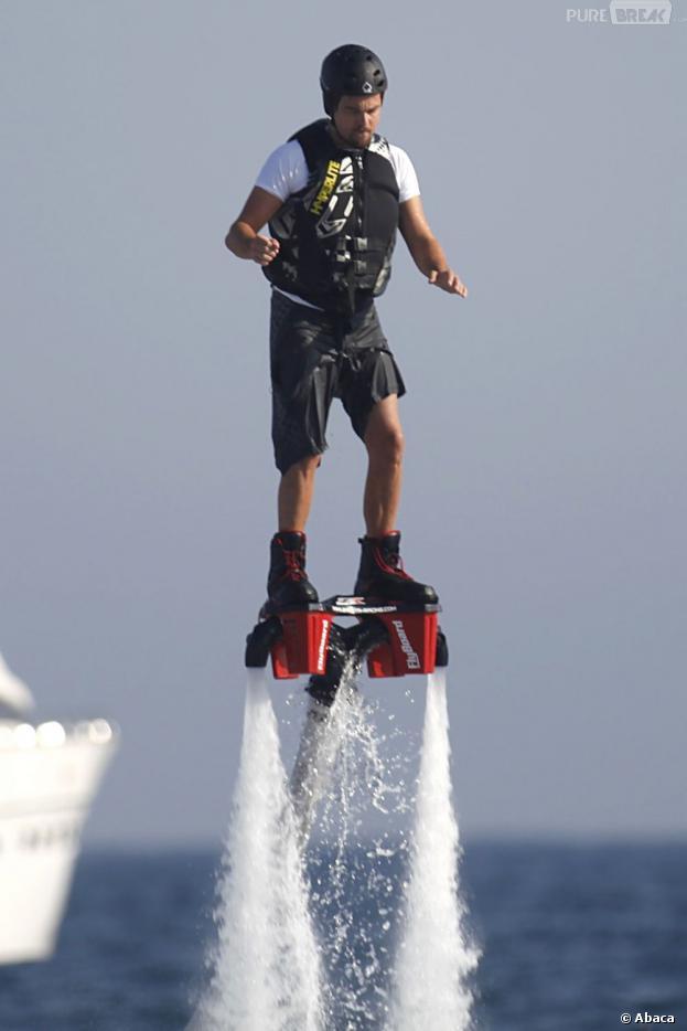 Leonardo Dicaprio s'essaie au jetlev flyer à Ibiza