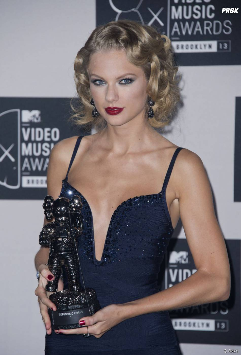 Taylor Swift remporte le prix de meilleur clip féminin aux MTV VMA 2013 le 25 août 2013