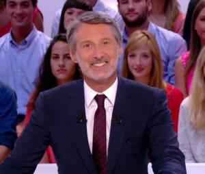 Antoine De Caunes anime Le Grand Journal sur Canal +