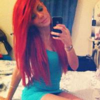 Niia Hall : sa dernière folie capillaire ? Les cheveux rouges