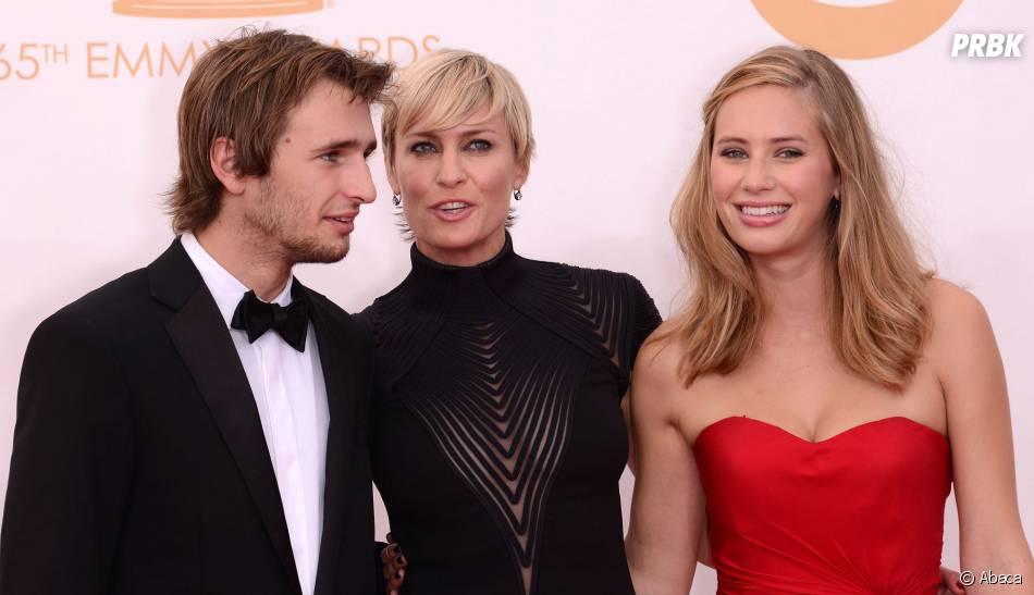 Dylan Penn (à droite), nouvelle conquête de Robert Pattinson ?