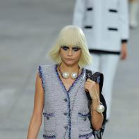 Cara Delevingne : Chanel la métamorphose pour la Fashion Week