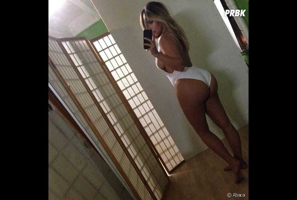 Kim Kardashian invente le belfie sur Instagram le 17 octobre 2013