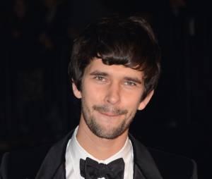 Ben Whishaw prêt à remplacer Sacha Baron Cohen pour incarner Freddie Mercury ?