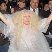 Lady Gaga en poupée humaine flippante et nue à Londres
