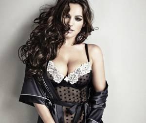 Kelly Brook, égérie sexy de la collection de lingerie New Look Christmas 2013