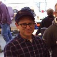 Star Wars 7 : J.J. Abrams prend la pose avec un personnage culte