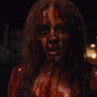 Carrie : Chloë Grace Moretz se déchaîne dans un extrait exclusif sanglant