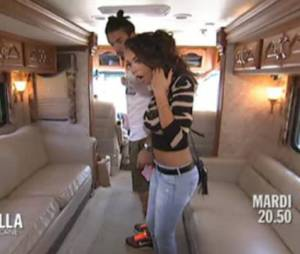 Allo Nabilla : Nabilla Benattia et Thomas découvrent le camping car XXL