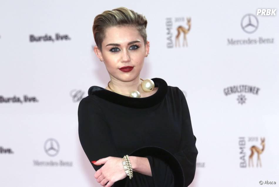 Miley Cyrus : photo cochonne avec le père noël