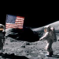 """Le premier """"pet"""" de l'homme sur la Lune : la fausse pub qui buzze"""