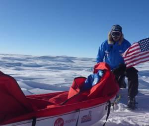 Alexander Skarsgard : l'acteur de True Blood pose nu en plein milieu de la neige du Pôle Sud