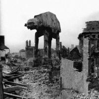 [INSOLITE] Star Wars : quand les vaisseaux de la saga s'incrustent dans des photos historiques