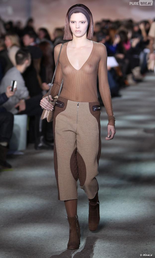 Kendall Jenner ne ressemble à rien pour Marc Jacobs