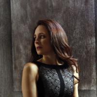 Revenge saison 3, épisode 14 : Victoria face à un ennemi sur les photos