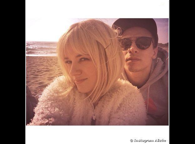 Alizée blonde et Grégroire Lyonnet : selfie en Corse, le 16 mars 2014 sur Instagram