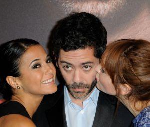 Manu Payet entouré d'Anaïs Demoustier et Emmanuelle Chriqui pour l'avant-première de Situation amoureuse : c'est compliqué, le 17 mars 2014 à Paris