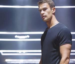 Divergente : Theo James beaucoup plus charismatique que Josh Hutcherson dans Hunger Games