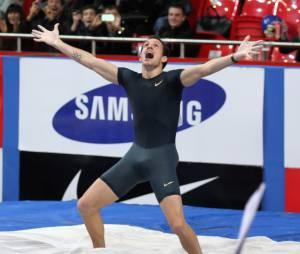 Renaud Lavillenie explose de joie après son record du monde de saut à la perche en salle, le 15 février 2014 à Donetsk