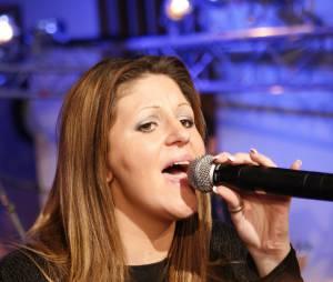 Cindy Sander donne de la voix pour une émission radio, le 25 avril 2008 à Paris