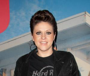 Cindy Sander avant la métamorphose : présente à une séance de dédicaces pour Les Anges, le 9 février 2011 à Paris