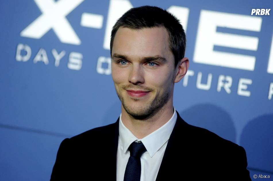 X-Men Days of Future Past : Nicholas Hoult souriant sur le red carpet, le samedi 10 mai 2014 à New York