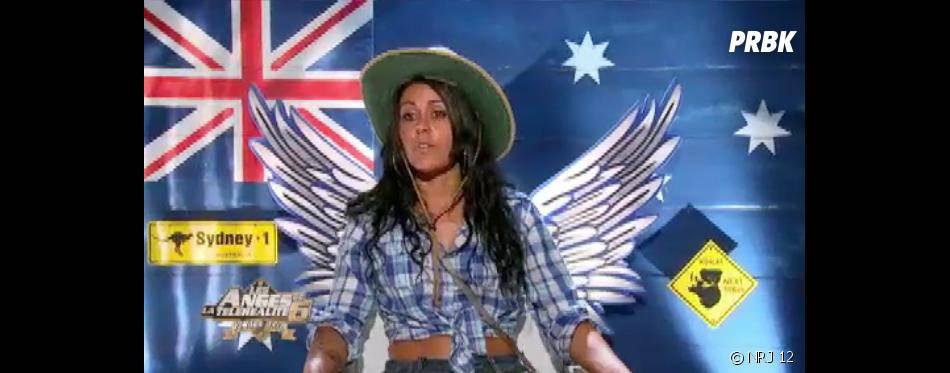 Les Anges 6 : Shanna en mode pole-dance dans le bush australien