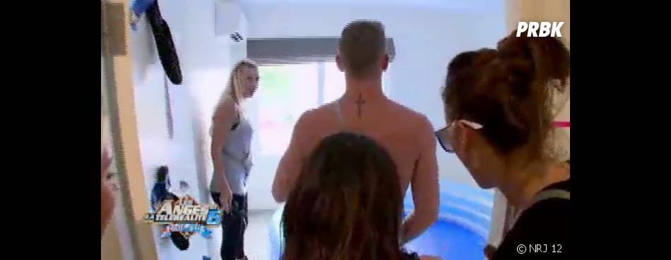 Les Anges 6 : Julien le blond en mode pool-party