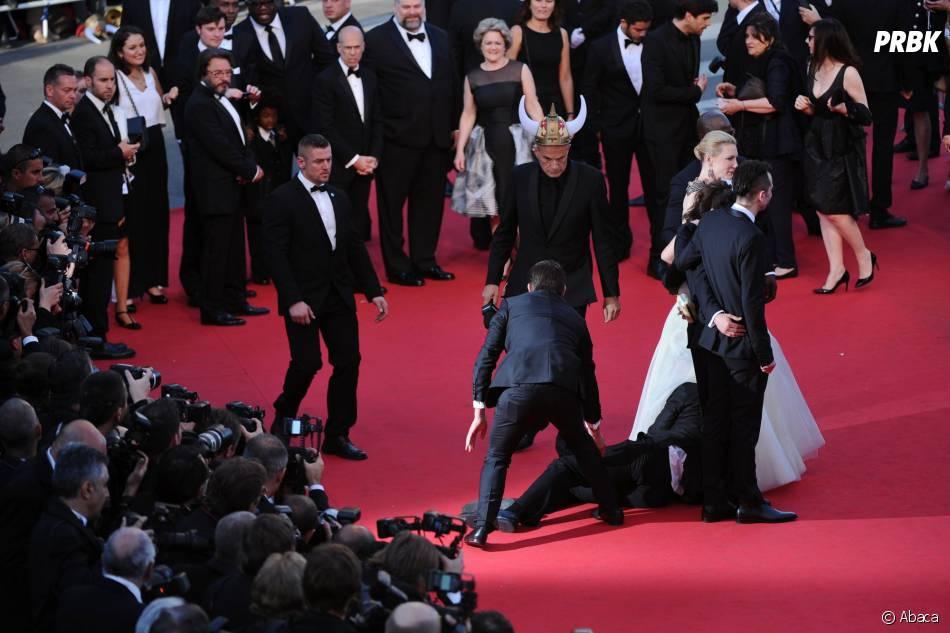 America Ferrera : un intrus maîtrisé sur le tapis rouge du Festival de Cannes, le 16 mai 2014