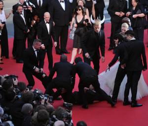 """America Ferrera s'est fait """"agresser"""" sur le tapis rouge du Festival de Cannes, le 16 mai 2014"""