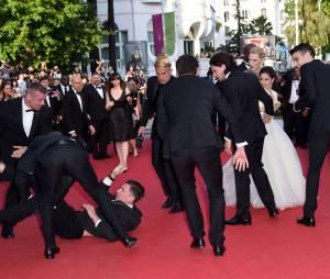 America Ferrera effrayée après avoir été attaquée sur le tapis rouge du Festival de Cannes, le 16 mai 2014