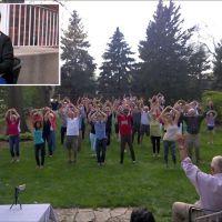 [VIDEO] Elle crée un flashmob surprise pour sa mère malade atteinte d'un cancer