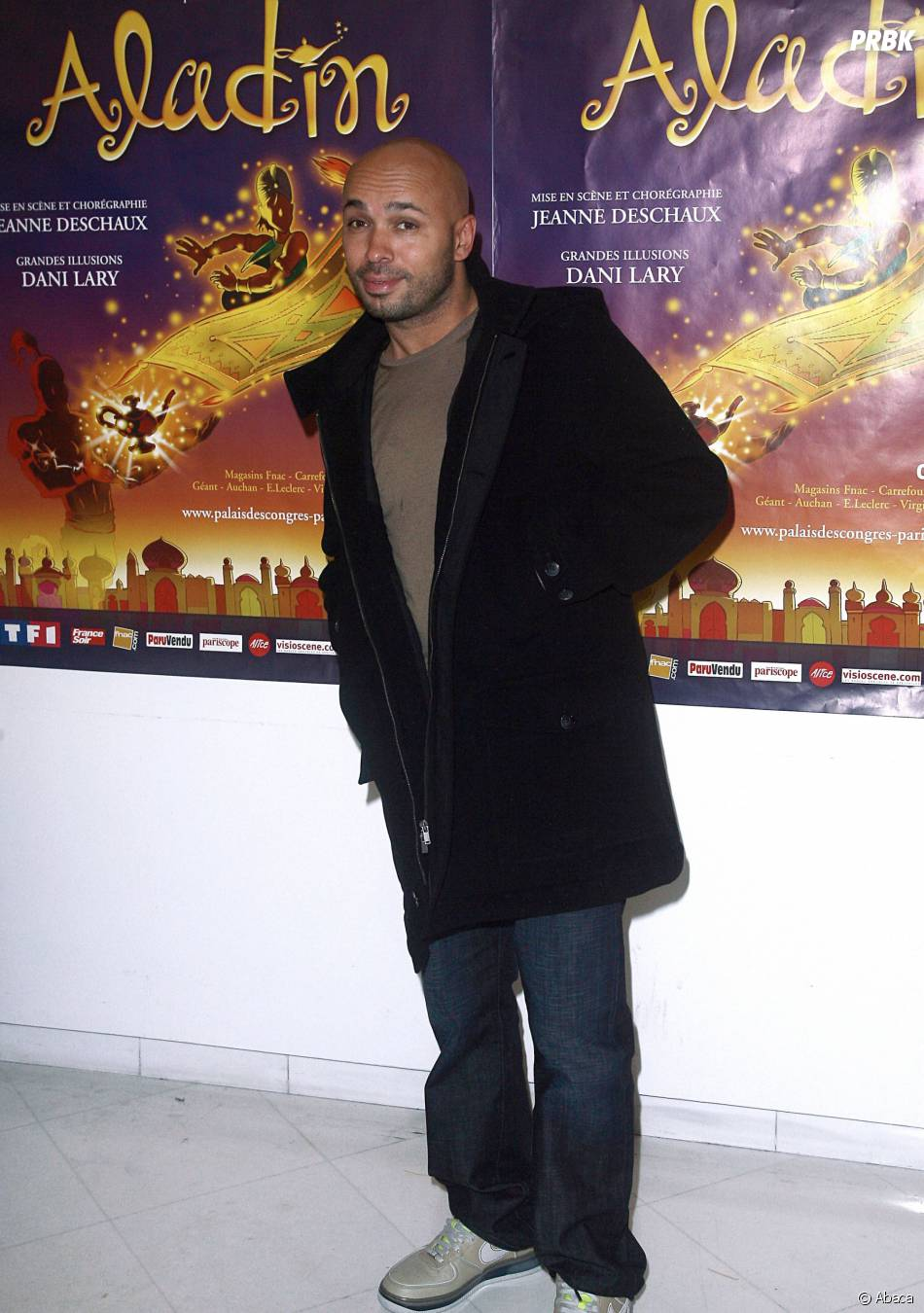 Eric Judor : après avoir vu la comédie musicale en 2007, il rejoint le casting du film Les Nouvelles aventures d'Aladin